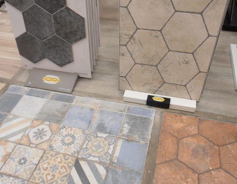 Carrelage-imitation-carreaux-ciment-showroom-772x1030